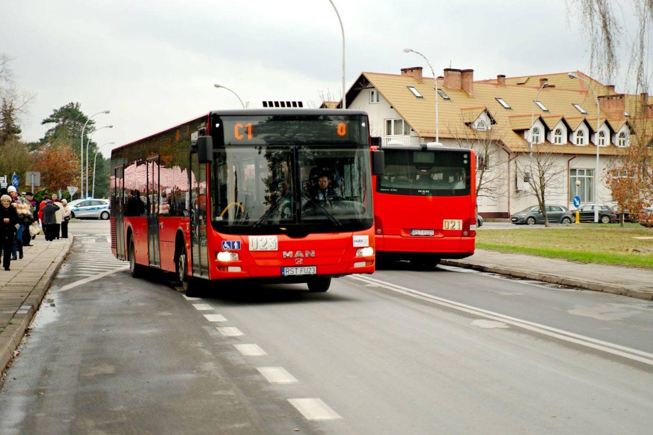 autobusy w stalowej woli