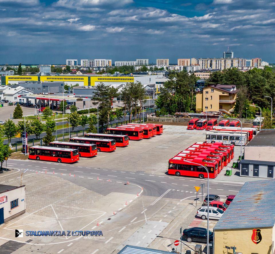 zdjęcie zajezdni z autobusami